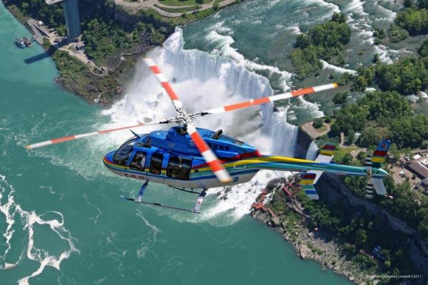 helicoptero en las Cataratas del Niagara